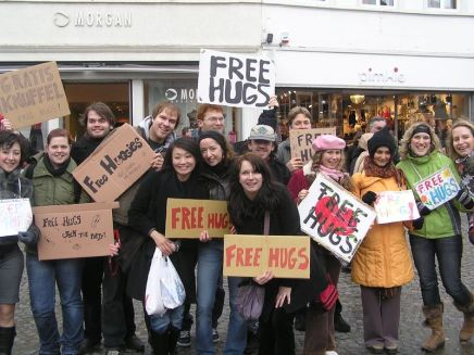 800px-'FREE_HUGS',_Brugge,_Belgium